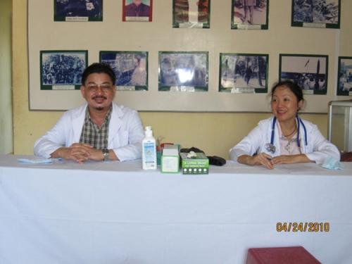 Khám và phát thuốc từ thiện tại Vĩnh Long 24042010